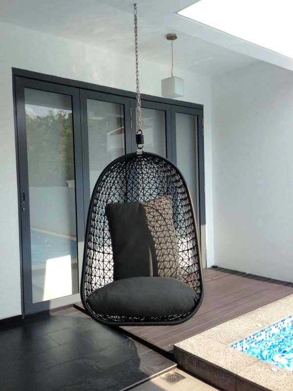 Hanging Chair without Stand – 2010 Lifestyle