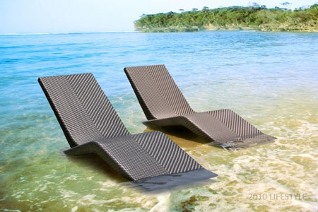 Venice-Sun-Lounger-by-the-beach